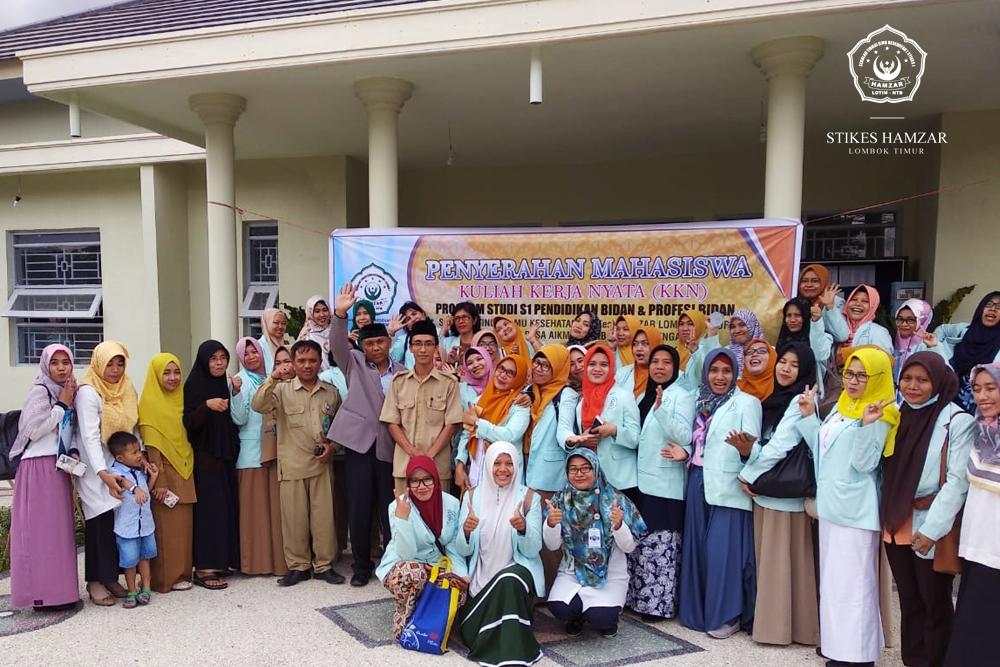Ketua STIKes Hamzar Lepas 58 Mahasiswa Bidan KKN di Lombok Tengah