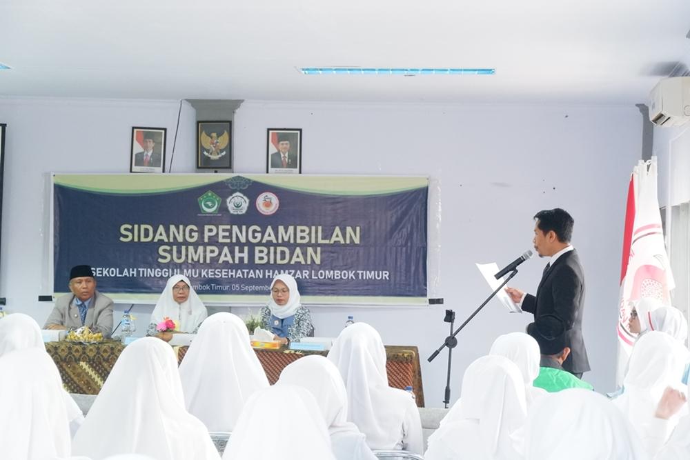 Sumpah Bidan Untuk 62 Lulusan Bidan STIKes Hamzar