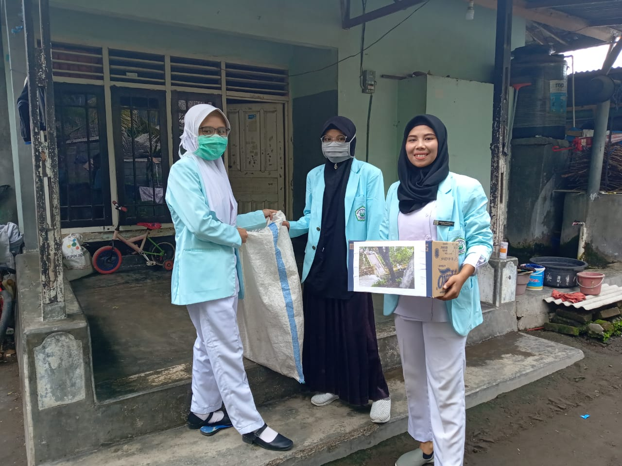 Peduli Korban Banjir Bandang Sambelia, Mahasiswa D3 Kebidanan Gelar Galang Dana